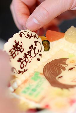 スマホで簡単!街のパティスリーが届ける本当においしい写真ケーキ