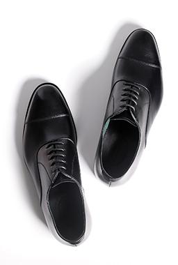 モロッコで見つけた、タンナーが虜になる革靴「ベンソンシューズ」とは