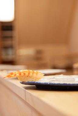 週末は谷中へ 二つの顔を持つ大将の東京前寿司